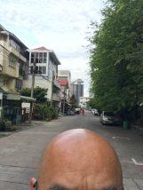 托鉢僧のいる風景