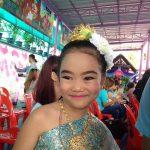 5年前の長女。学校でタイ舞踊を披露。