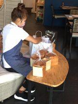 Shirokumaya_CAFEの女性スタッフ