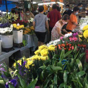 市場の花売り場