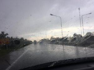 その途端に豪雨
