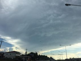 雨は上がり、美しい雲が現れました。